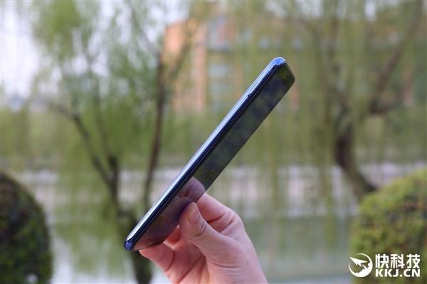 华为畅享8开箱图赏:2.5D弧面玻璃+5.99英寸全面屏