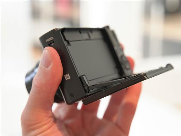 索尼新黑卡RX100 VI发布:配24-200镜头