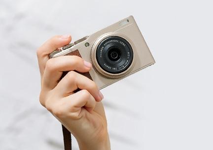 看着更像是台GR 富士发布XF10便携相机
