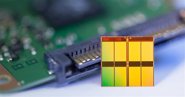 支持PCIe 4.0的SSD果然猛:8GB/s、200K IOPS
