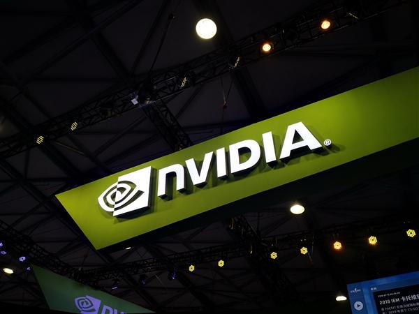 黄仁勋称摩尔定律已失效!辣评Intel独显和AMD Freesync