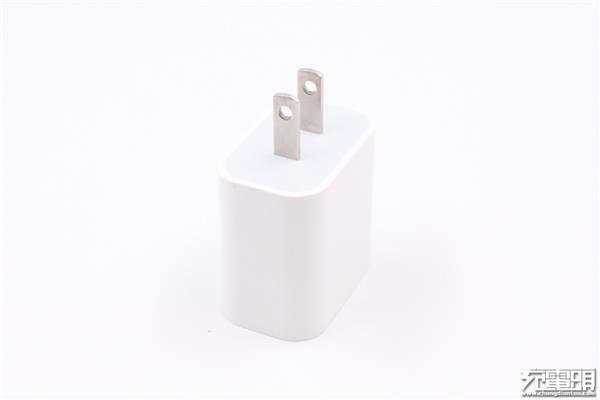 高仿苹果18W USB PD充电器拆解:都是坑