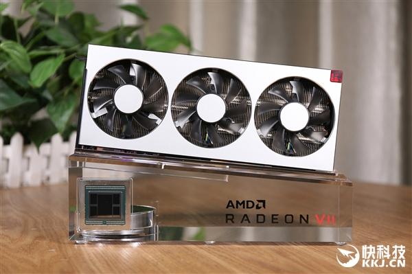 全球首款7nm游戏卡!AMD Radeon VII显卡开箱图赏
