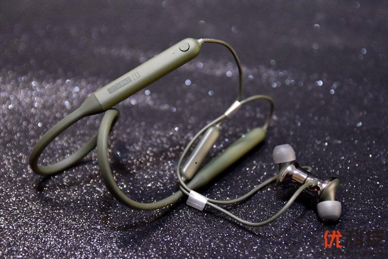 充电10分钟,听歌10小时 一加云耳2无线耳机橄榄绿开箱体验